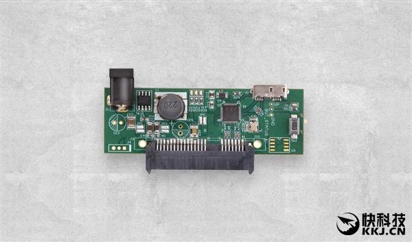威盛旗下威锋电子(VIA Labs)今天宣布推出USB 3.1-SATA 6Gbps桥接控制器VL715、VL716,原生支持USB 3.1 10Gbps高速传输标准,都通过了USB-IF组织的认证。 两款控制器均可用于光驱、硬盘、固态硬盘等各种外置存储设备,不会存在任何带宽限制。 二者的区别在于分别适用于microUSB、USB Type-C接口。 除了高速度,VL715/716还集成了UASP各种高级性能,QFN 48L(6×6×0.